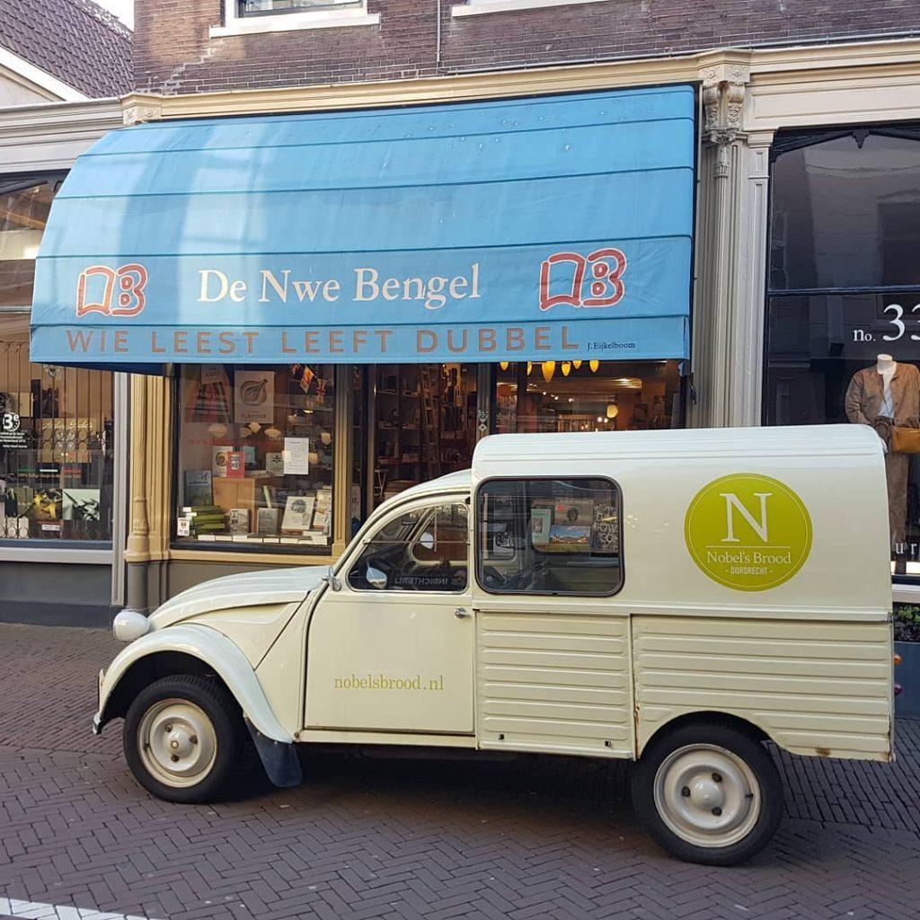 Nobel's helpt De Nieuwe Bengel bij bezorgen in drukke tijd: 'Boeken en brood gaan heel goed samen'